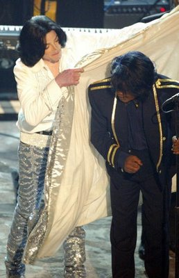 Michael presta homenagem a James Brown