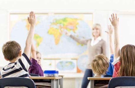 Mentes pensantes (Professores com amor a profissão estimulam alunos a refletir sobre o que está sendo aprendido)