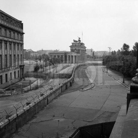 Muro de Berlim próximo de áreas importantes da cidade